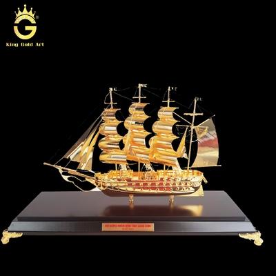 Mô hình thuyền dát vàng
