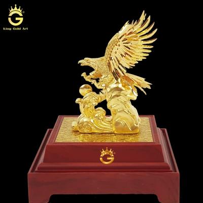 Tượng đại bàng tung cánh dát vàng 9999