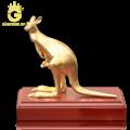 Tượng Kangaroo bằng đồng mạ vàng 24k