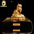 Tượng mèo mạ vàng làm quà tặng sếp tuổi Mão