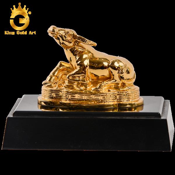 Quà tặng tượng trâu phong thủy mạ vàng cao cấp