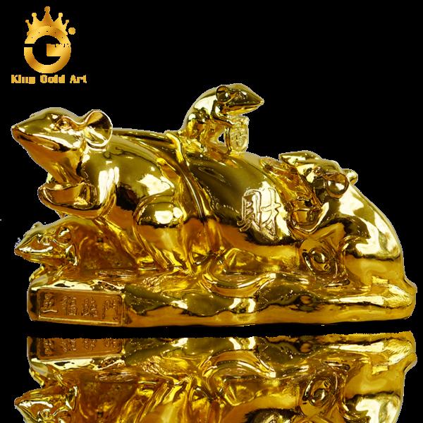 Tượng chuột ôm bao tiền mạ vàng 24k